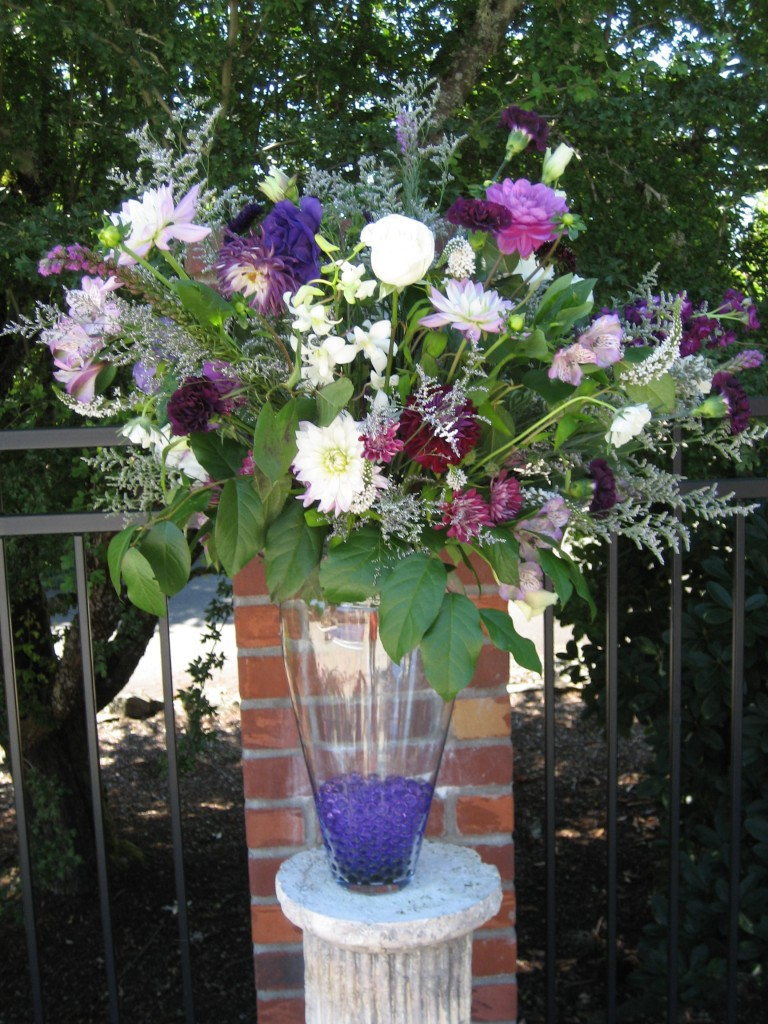 Palmer wedding, purle dahlias